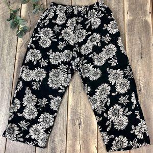 Erika Vintage Floral Boho Pull On Capri Pockets M
